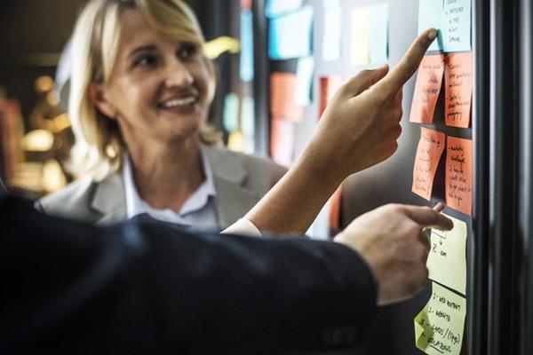 woman explaining product benefits